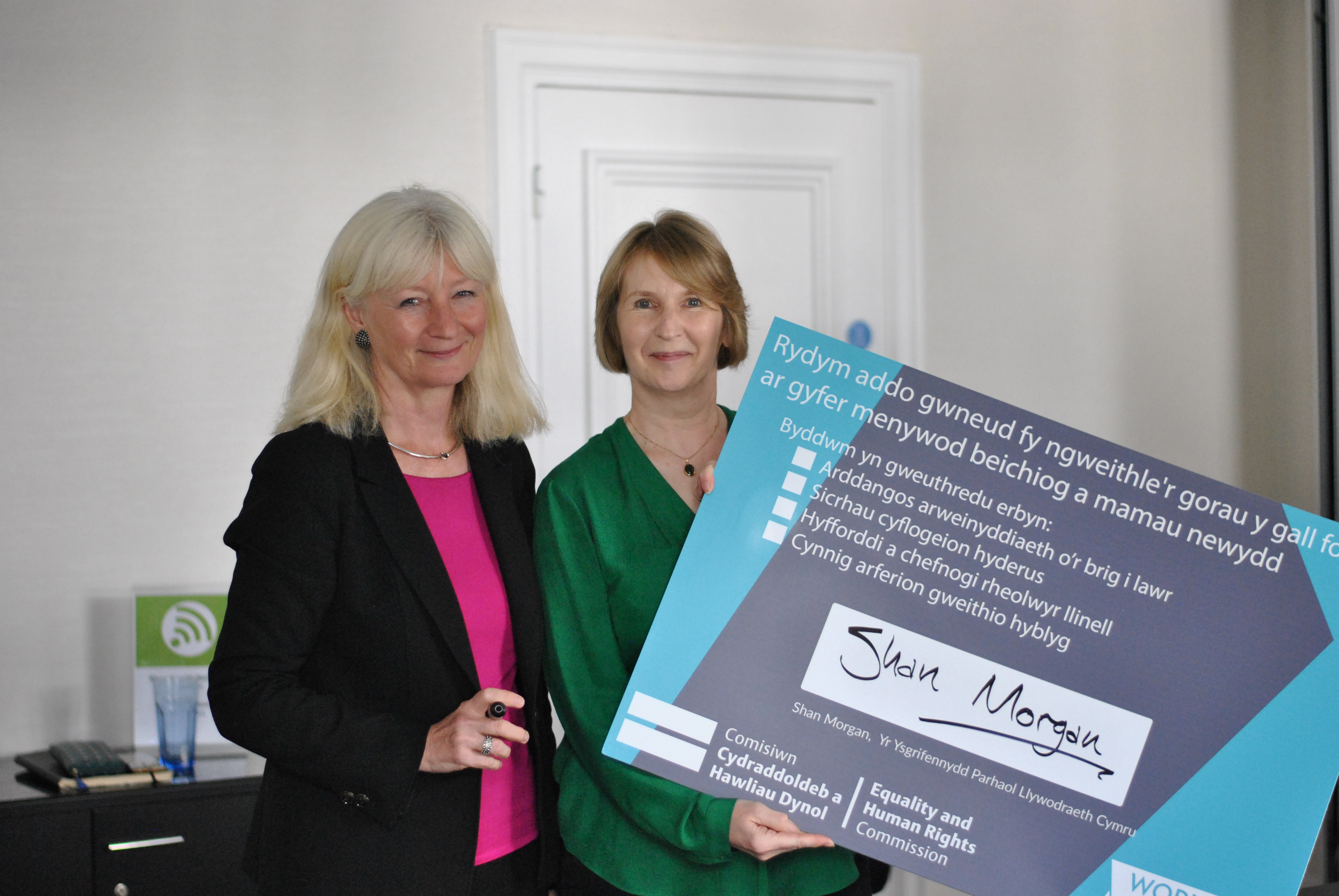 Shan Morgan signing the Working Forward pledge with June Milligan